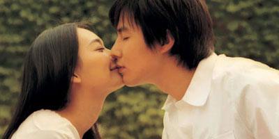 조인성과 신민아의 예쁜 키스